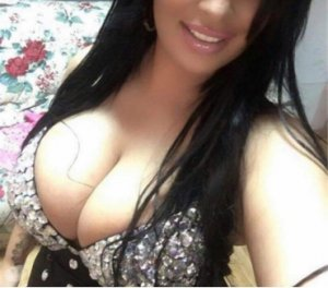 Lynaelle bombshell eros escorts in Tewkesbury, UK